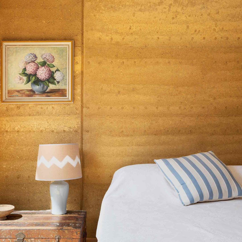 sustainable-contemporary-design-rammed-earth