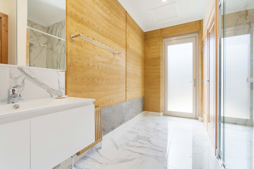 sustainable-contemporary-design-main-bathroom