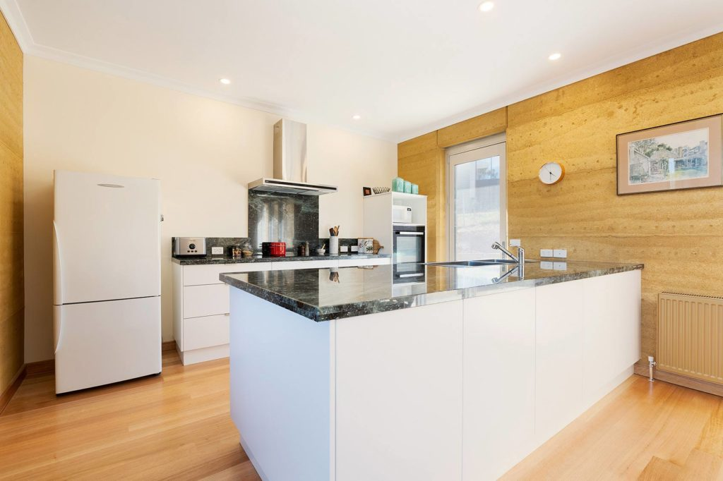 sustainable-contemporary-design-kitchen