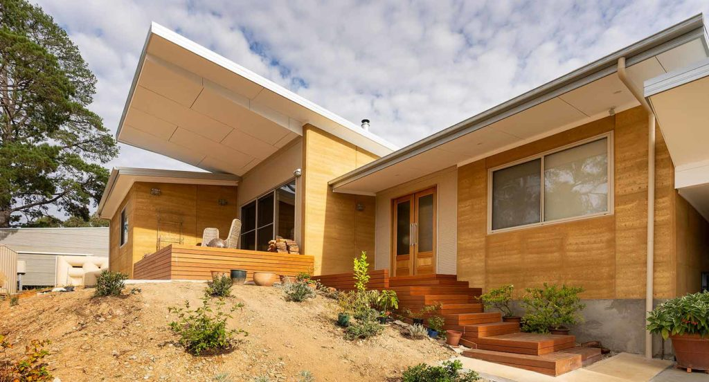 sustainable-contemporary-design-south-view